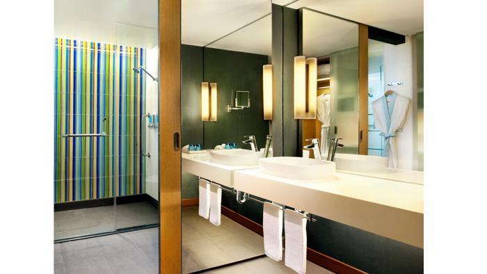 Aloft Bangkok - Bathroom