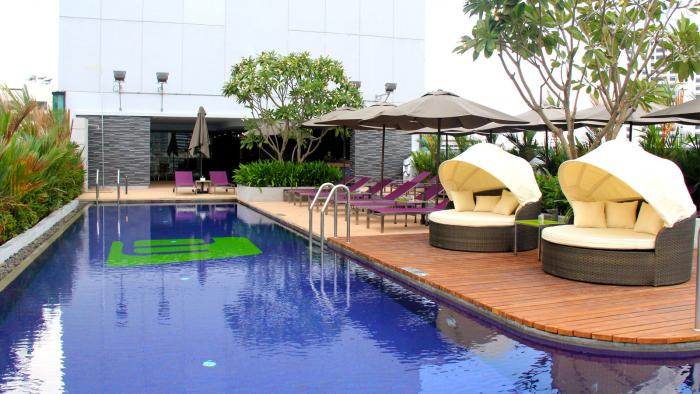 Aloft Bangkok - Pool