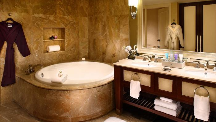 Conrad Macao Cotai Central - Club Suite Bathroom