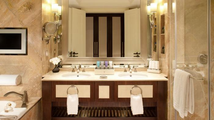 Conrad Macao Cotai Central - Deluxe Room Bathroom