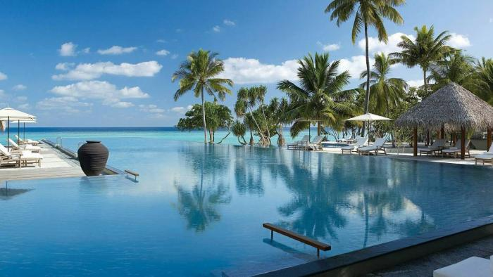 Four Seasons Resort Maldives at Landaa Giraavaru - Pool