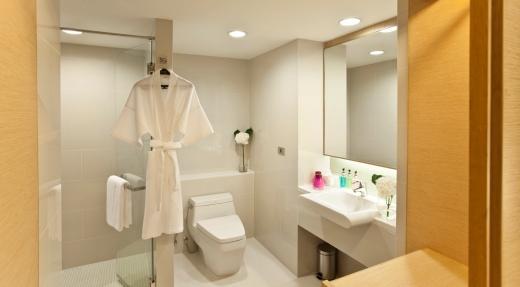 Glow Pratunam Hotel - Deluxe Bathroom
