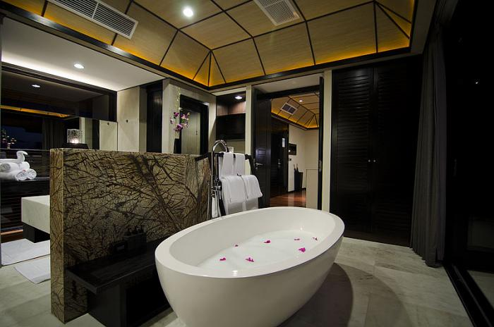 Lily Beach Resort & Spa - Sunset Water Suite Bathroom