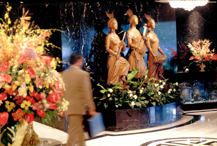 Mandarin Oriental Manila - Lobby