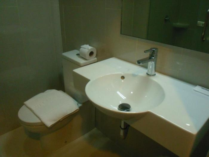 Tune Hotel Asoke Bangkok - Guest Room Bathroom