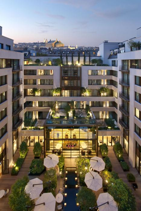 Mandarin Oriental Paris - Courtyard