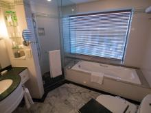 Le Meridien Kuala Lumpur Hotel - Bathroom