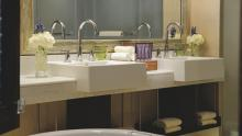 Ritz-Carlton Abu Dhabi, Grand Canal - Bathroom