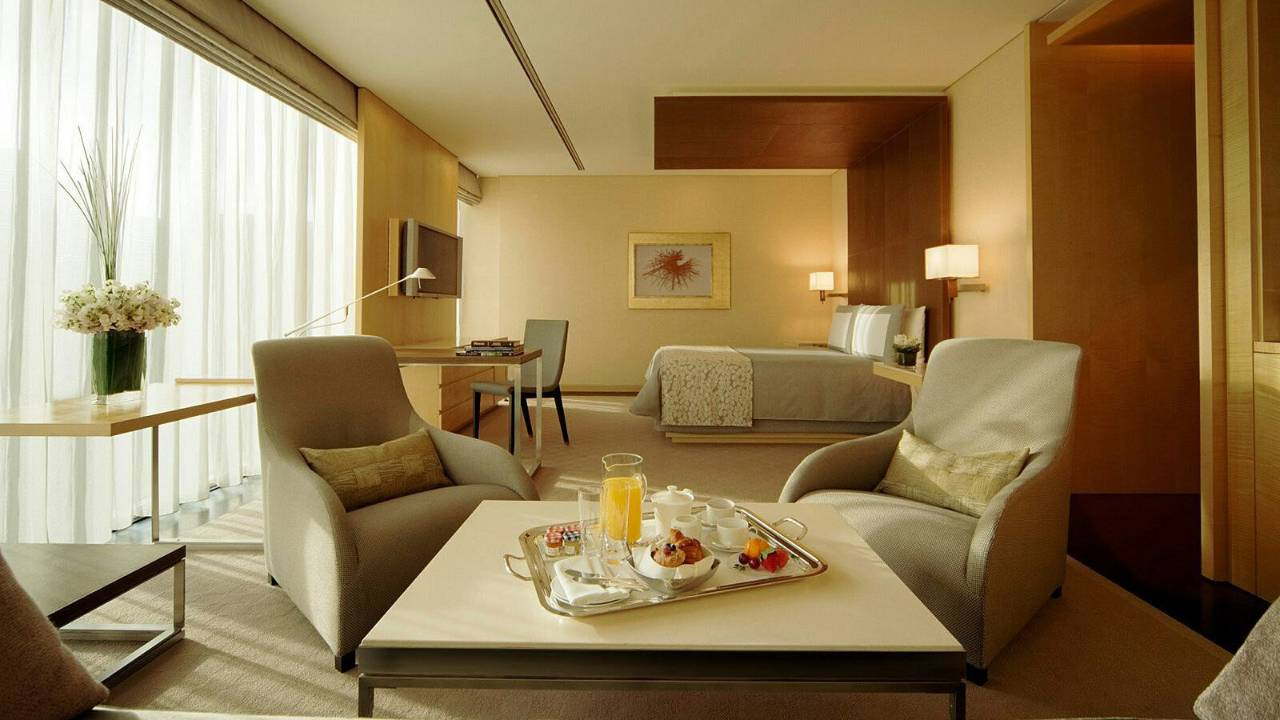 Four Seasons Hotel Tokyo at Marunouchi – Deluxe Premier Room